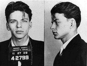 Bir babalık davası sonucu nezarathaneye uğramak durumunda kalan Frank Sinatra!